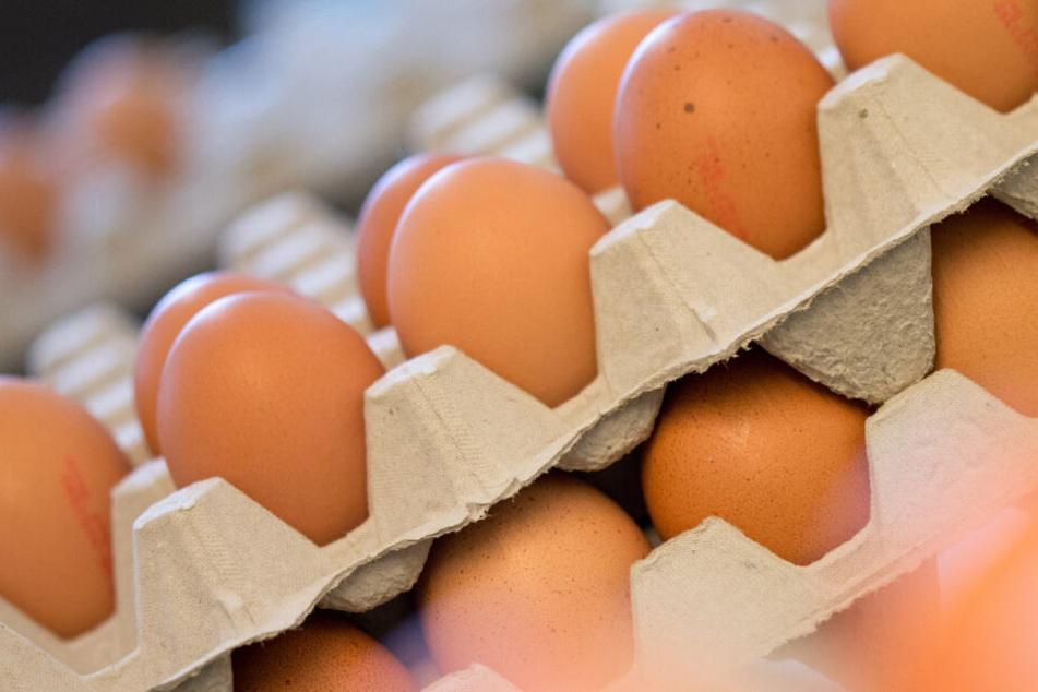 Wer Eier bei Aldi oder Lidl kauft, muss nun tiefer in die Tasche greifen (Symbolbild).