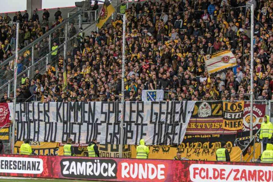 Die Ultras äußerten bei der Partie in Ingolstadt mit diesem Banner ihren Unmut über den Abgang von Schubert.