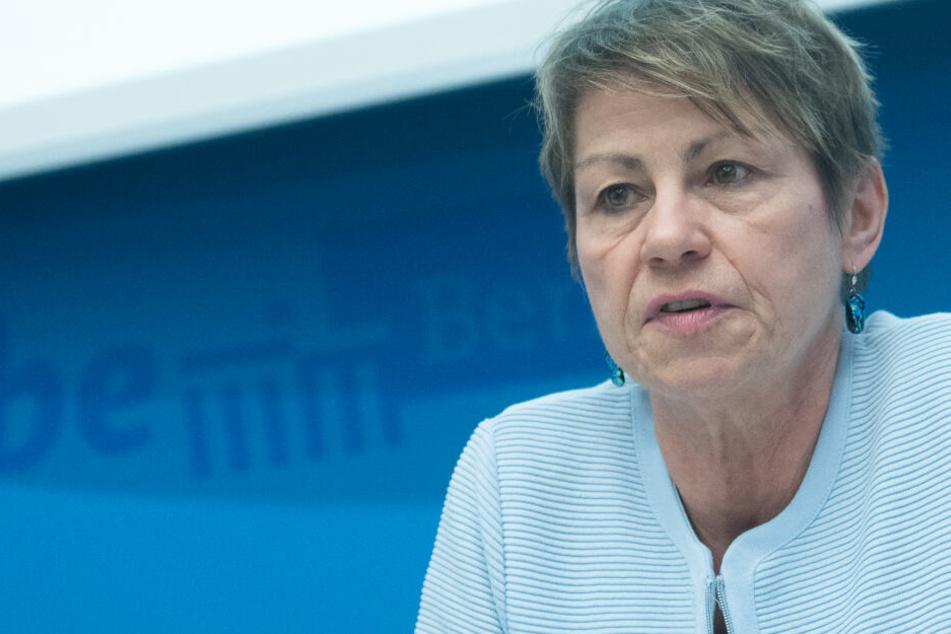 Berlins Sozialsenatorin Elke Breitenbach (58, Die Linke) bei einem Pressegespräch. (Archivbild)