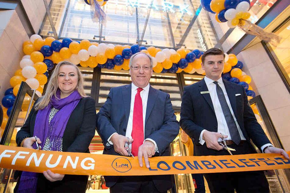 Oberbürgermeister Pit Clausen (SPD, mi.) und Center-Manager Michael Latz (re.) haben das Shopping-Center eröffnet.