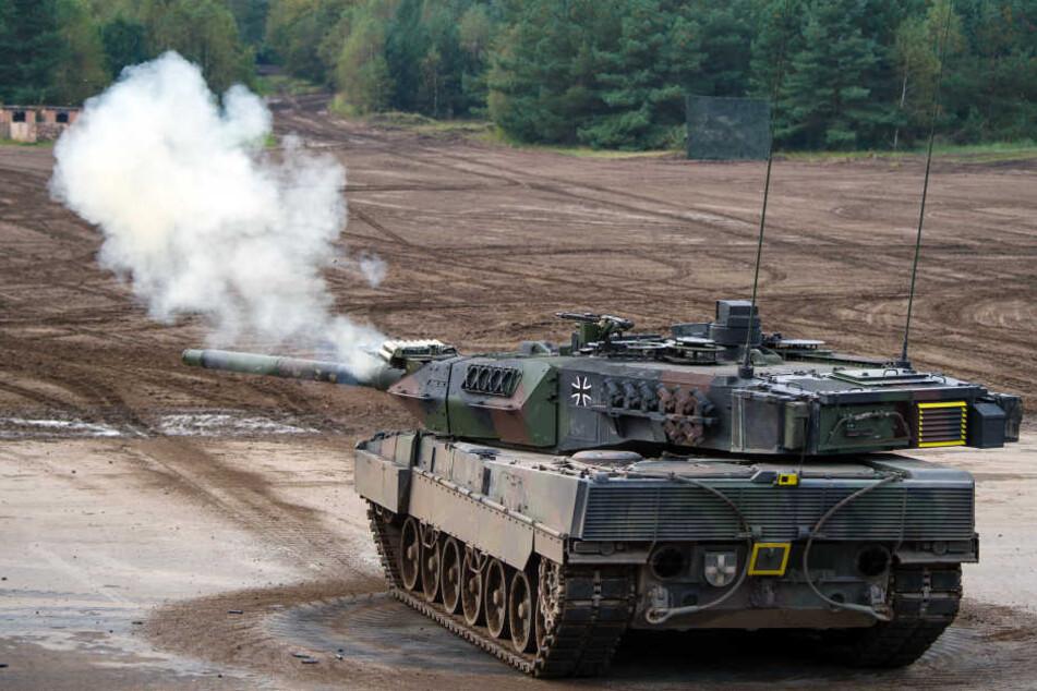 Der Mann verkaufte die beiden Panzer für 30.000 Euro weiter. (Symbolfoto)
