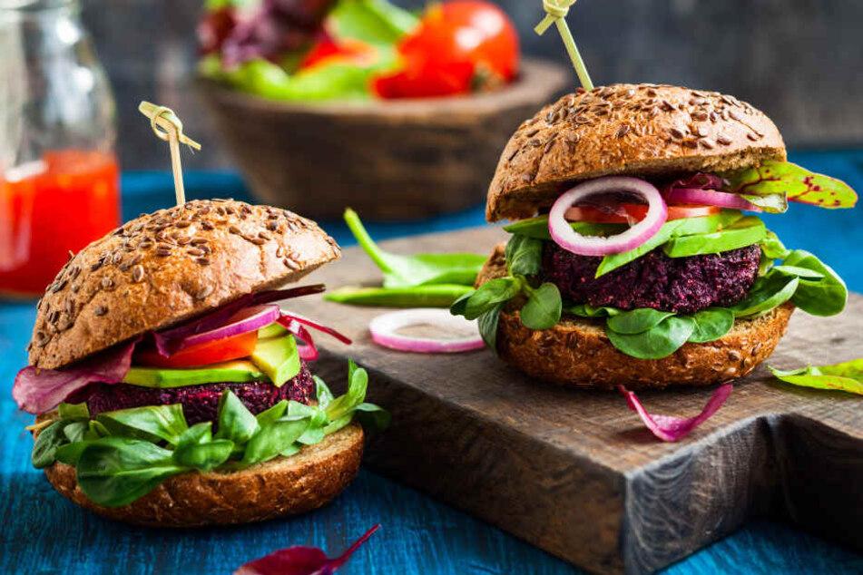 Vegetarische Burger können nicht satt machen und dabei auch noch schmecken, finden viele Fleichesser-User.