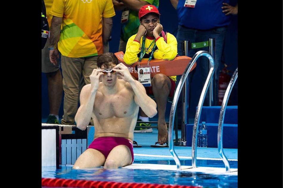 Dieser Rettungsschwimmer wirkt sehr gelangweilt.