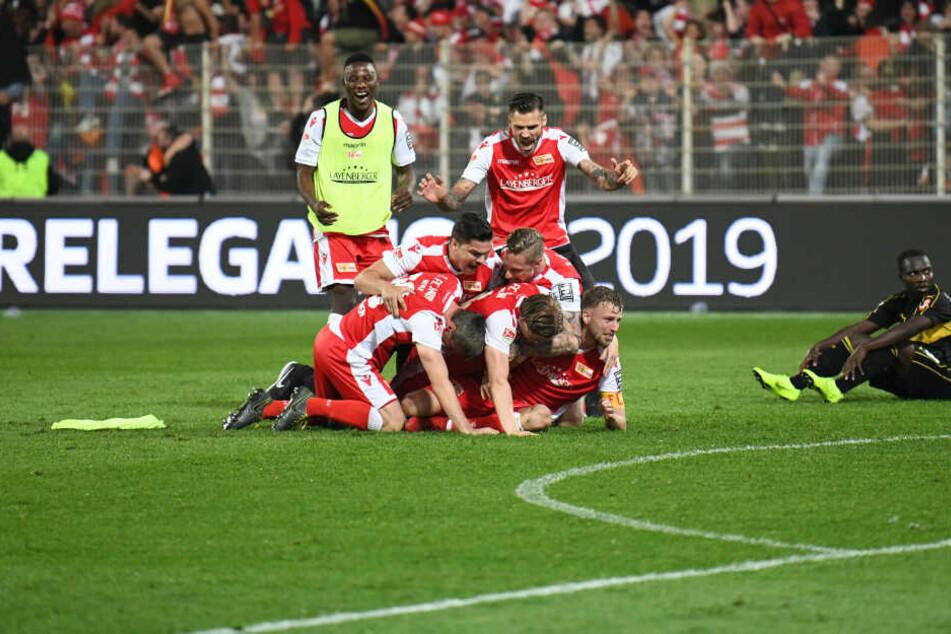 Der 1. FC Union Berlin setzte sich in der Bundesliga-Relegation gegen den VfB Stuttgart durch.