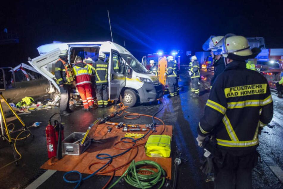 Gut zehn Minuten verzögerte sich die Rettung des Mannes, weil die Rettungsgasse nicht richtig gebildet wurde.