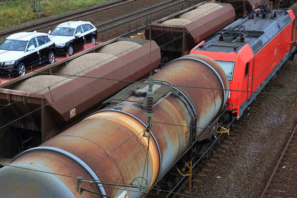 Ein Güterzug erwischte den Jungen. (Symbolbild)