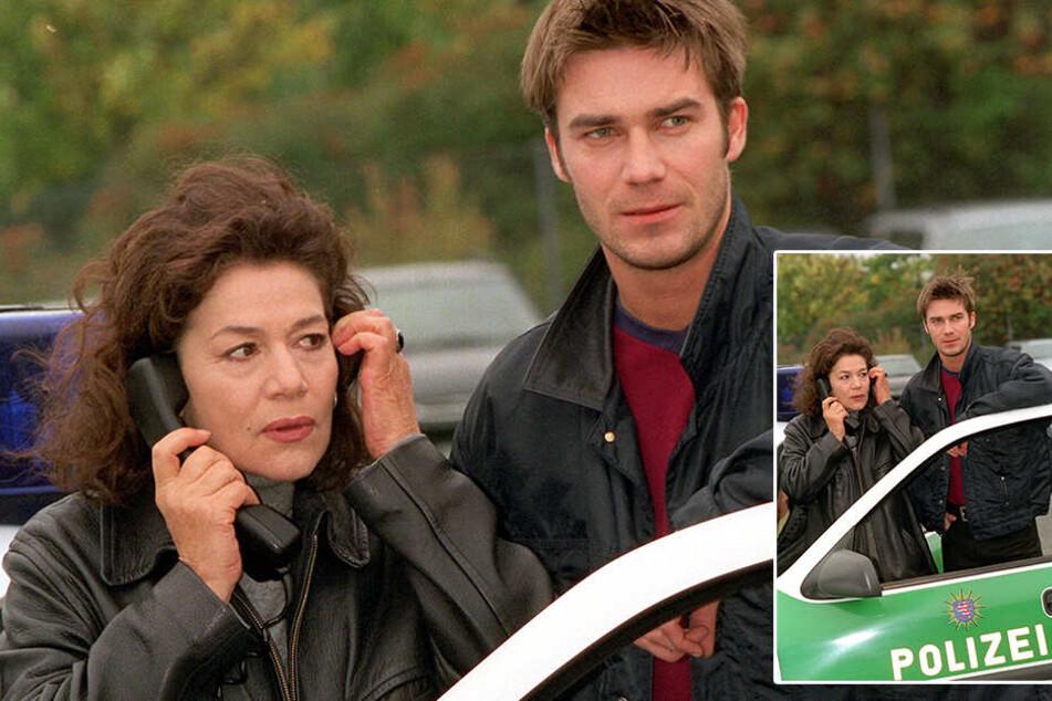 """Oktober 1998:Die Schauspielerin Hannelore Elsner mit ihrem Kollegen Thomas Scharff während Dreharbeiten zu """"Die Kommissarin""""."""