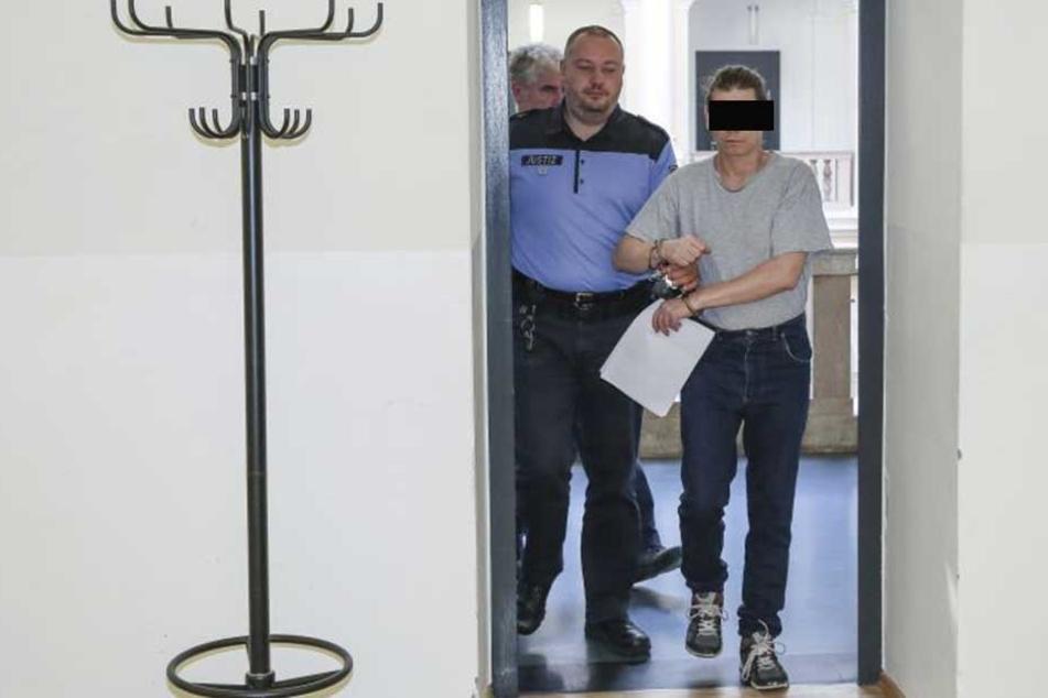 Der Hamburger Hans-Jörg P. (50) wurde zu zwei Jahren und drei Monaten Haft verurteilt.