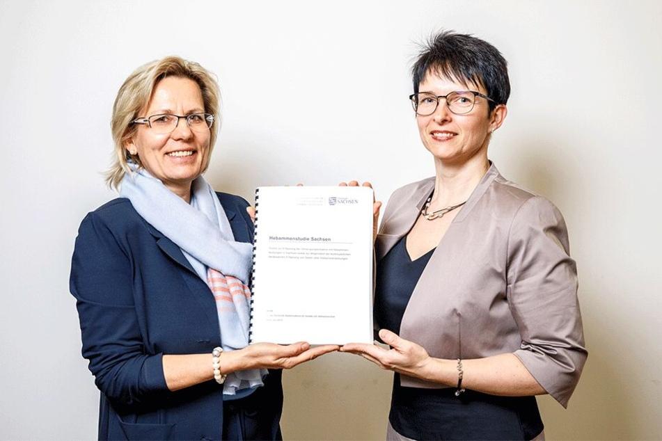 Ministerin Barbara Klepsch (53, CDU) und Hebammen-Chefin Stephanie Hahn-Schaffarczyk (41, r.) mit der Studie.