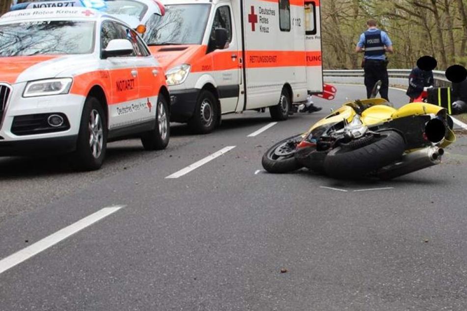 Motorradfahrer nach Leitplanken-Crash in Lebensgefahr