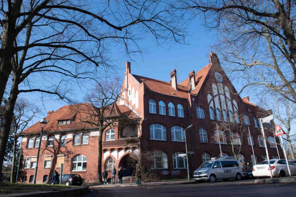 An der Hausotter-Grundschule Berlin-Reinickendorf hat es eine Schweigeminute für die verstorbene Schülerin gegeben.