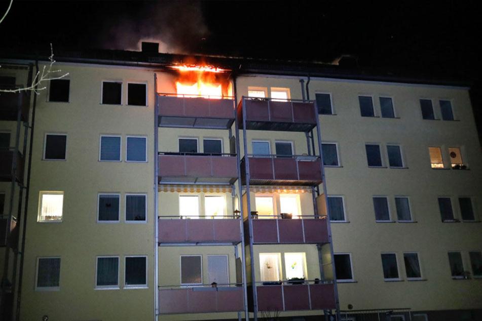 Die Flammen schlugen aus dem Fenster.