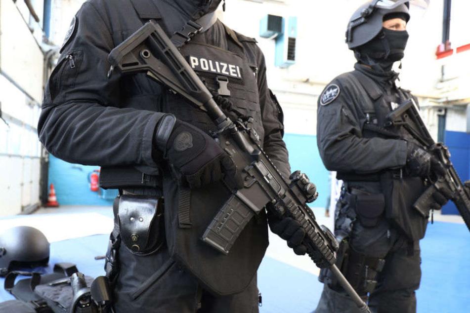 Rund 200 zusätzliche Polizisten pro Jahr fordert die Hamburger CDU. (Symbolbild)