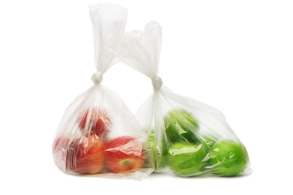 """Durch die Nutzung des sogenannten """"Knotenbeutels"""" entstehen Unmengen an Müll bei jedem Einkauf."""