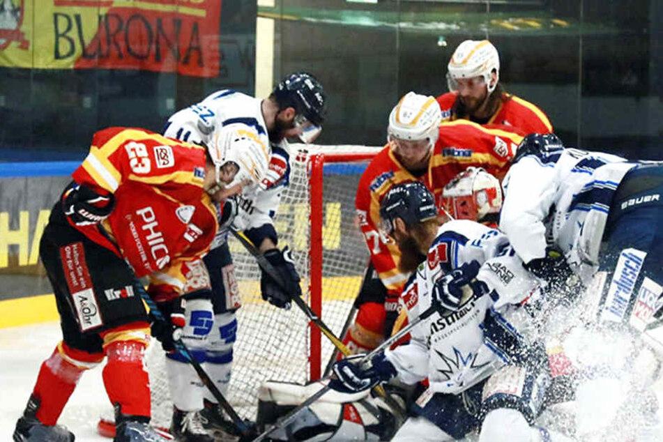 Vor dem Kaufbeurer Tor waren die Eislöwen am Sonntag wieder kaum gefährlich. Das muss gegen Heilbronn deutlich besser werden.