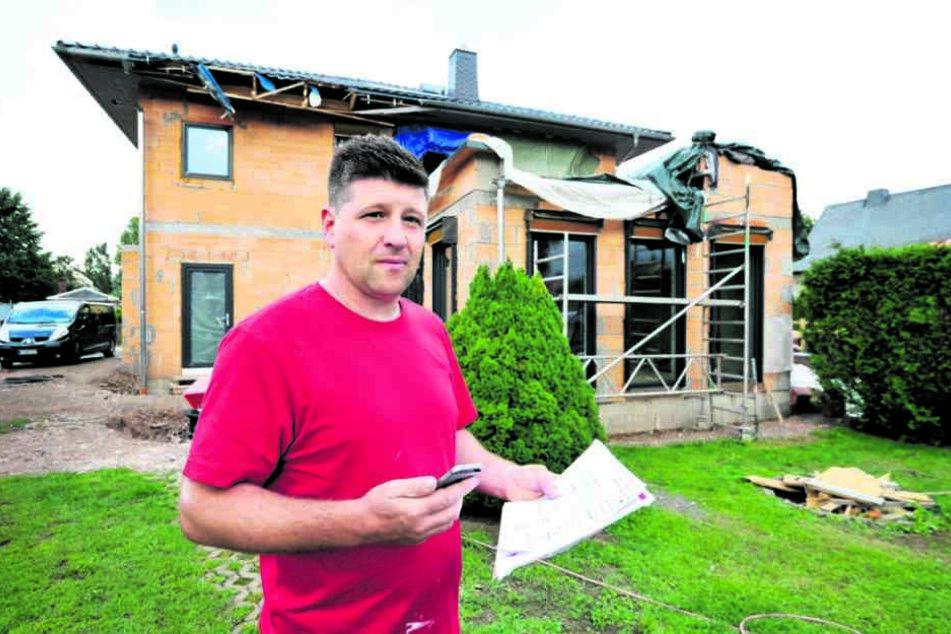 Hausbesitzer Ronny Roch (38) wartet auf das  Geld der Versicherung.
