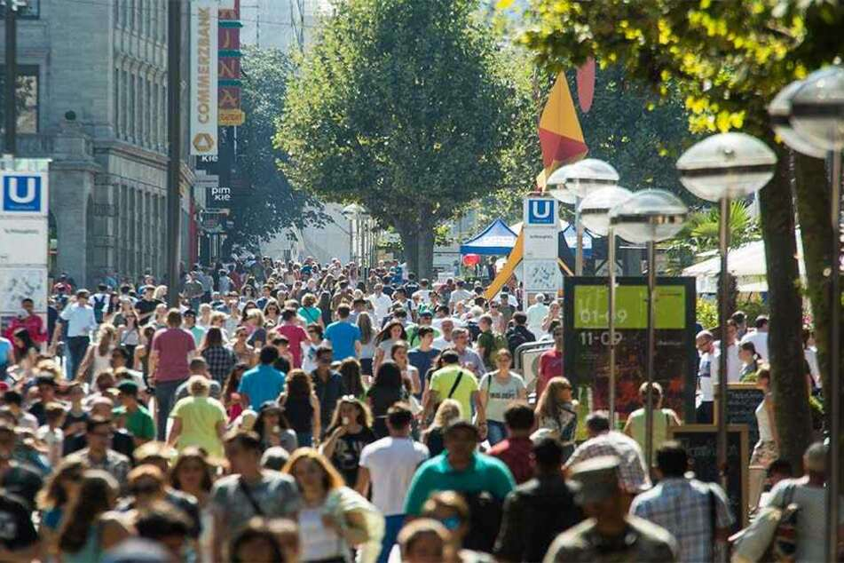Stuttgarts größte Einkaufsstraße, die Königsstraße: 7600 Euro gab jeder Stuttgarter in diesem Jahr fürs Shoppen aus!