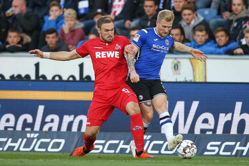 Kölns Innenverteidiger Rafael Czichos hatte Bielefelds Angreifer Andreas Voglsammer gut im Griff.