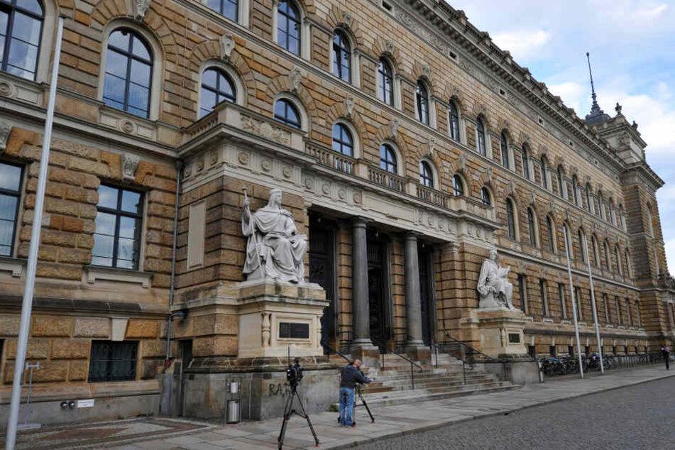 Das altehrwürdige Landgericht Dresden. Auch hier arbeiten noch viele ältere  Richter.