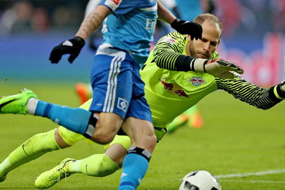 In der Rückrunde öfter gefordert, als in der Hinserie: RB-Keeper Peter Gulácsi (hier gegen Dennis Diekmeier beim 0:3 gegen den HSV).
