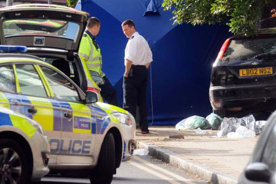 Der Mann raste mit dem gestohlenen Fahrzeug auf dem Gehsteig in eine Menschenmenge.