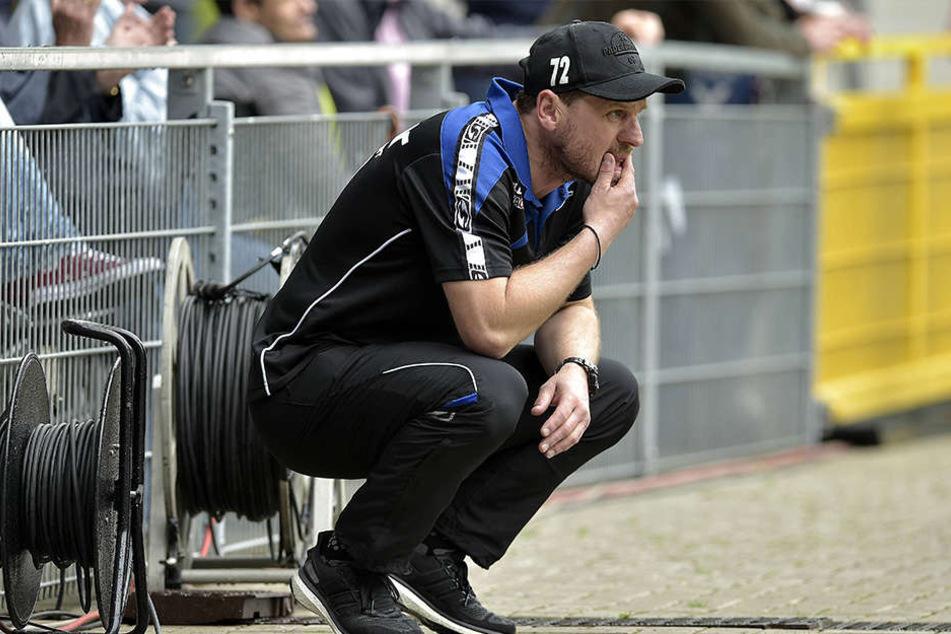 Trainer Steffen Baumgart muss den Druck von außen von den Profis fernhalten und sie perfekt auf das letzte Spiel vorbereiten.