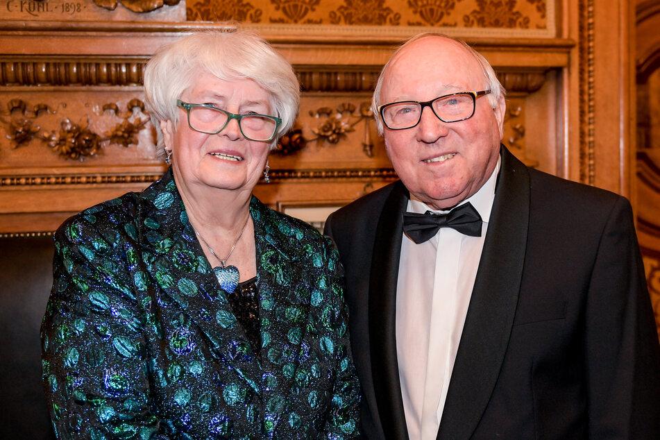 HSV-Idol Uwe Seeler (84) und seine Frau Ilka (82) haben ihre erste Corona-Impfung bekommen. In vier Wochen folgt die zweite Spritze. (Archivfoto)