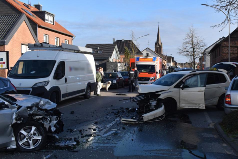 Bild von der Unfallstelle auf der Tomper Straße in Hardt-Mitte.