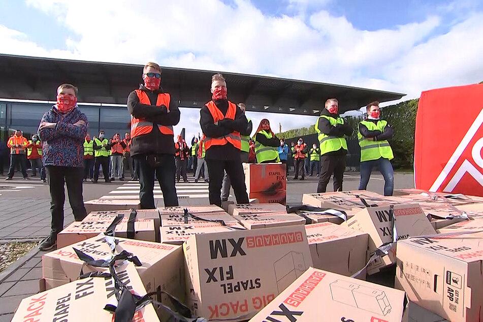 Die 4200 Mitarbeiter und Mitarbeiterinnen des Leipziger Porsche-Werks legen am Donnerstag den ganzen Tag ihre Arbeit nieder.