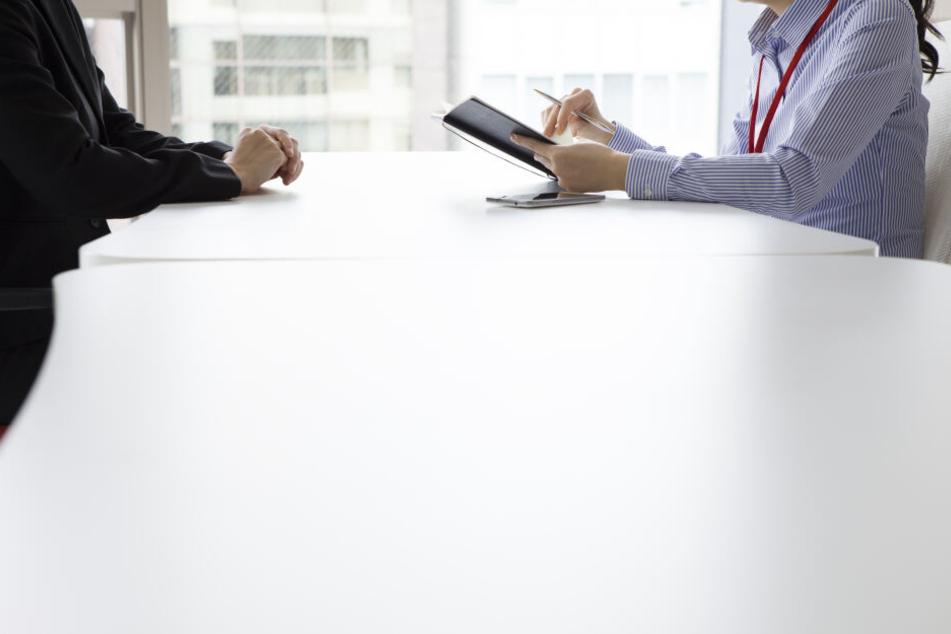 Frau wird in Bewerbungsgespräch völlig fertig gemacht, doch das lässt sie nicht auf sich sitzen
