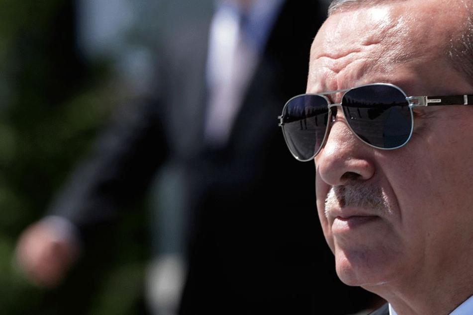 Schock: Erdogan lässt Deutschen in Spanien-Urlaub festnehmen! Wie ist das möglich?!