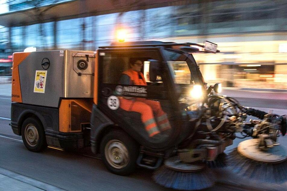 Insgesamt kostet die Straßenreinigung in Chemnitz rund 5,2 Millionen Euro. Hausbesitzer steuern zu dieser Summe 3,5 Millionen Euro bei.