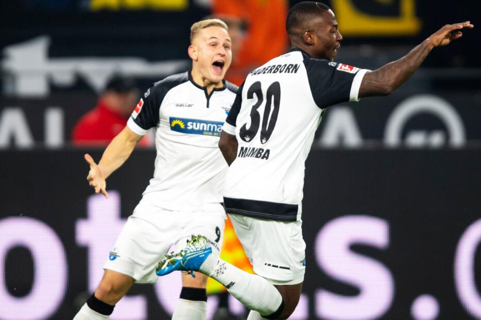 Streli Mamba (r.) schoss den SC Paderborn nach starker Vorlage von Kai Pröger problemlos mit 1:0 früh in Führung. Später legte der Torjäger sogar noch das 2:0 nach.