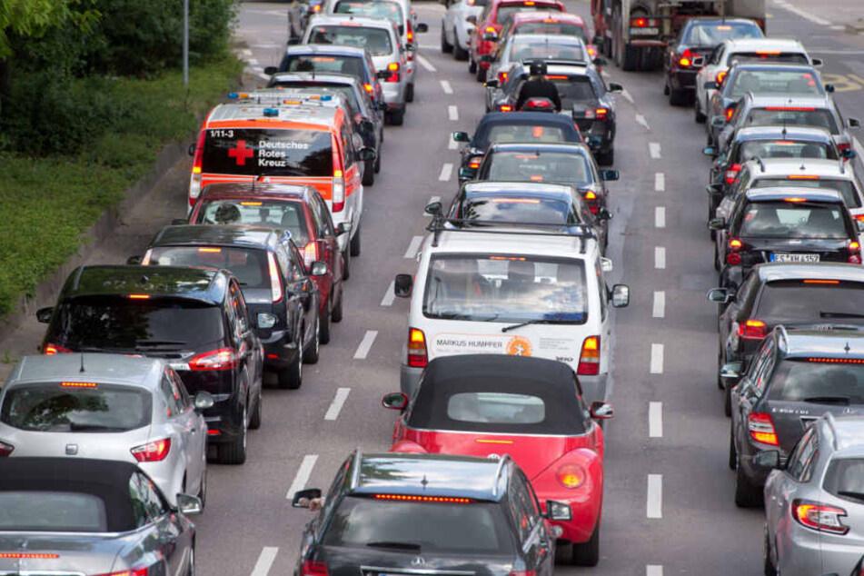 Stau in Stuttgart: Täglicher Anblick für Autofahrer. CO2-Ausstoss mit inbegriffen. (Archivbild)