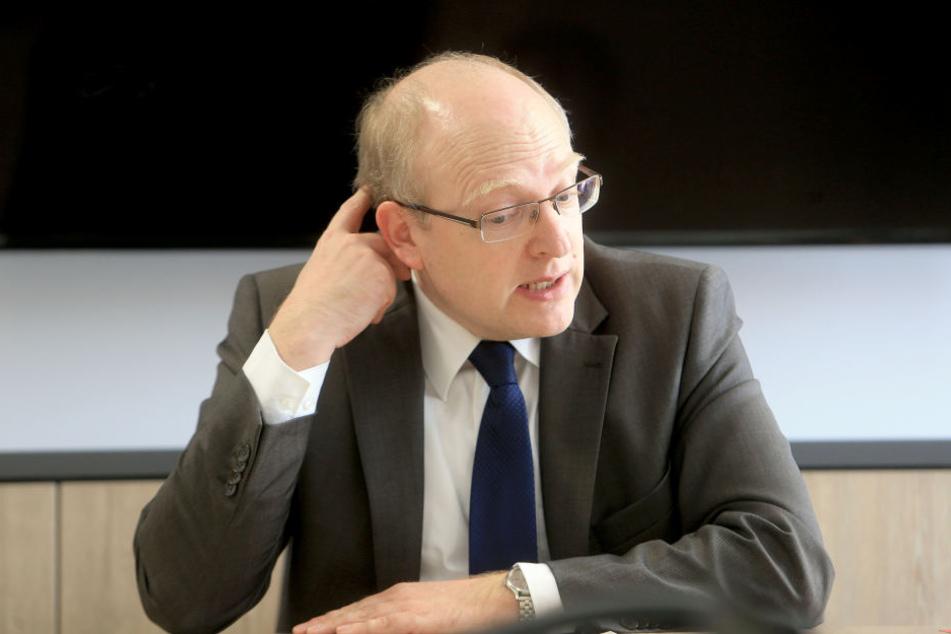 Wie Kämmerer Sven Schulze (46) die Mehrkosten von 722 000 Euro decken soll, muss der Stadtrat am 11. April entscheiden.