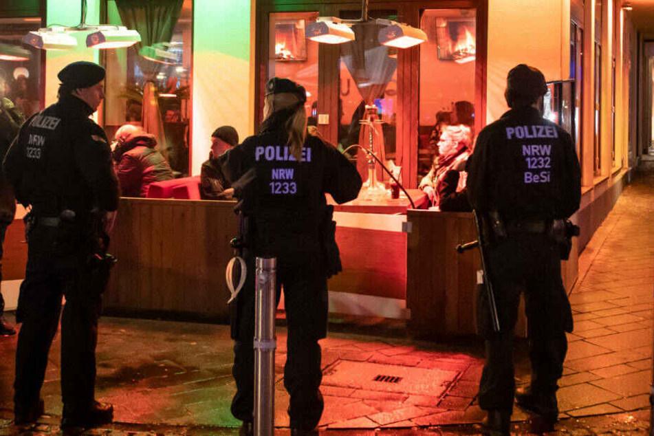 Seit Monaten schon kontrolliert die Polizei NRW verschärft die Shisha-Bars, wie hier im Januar in Bochum.