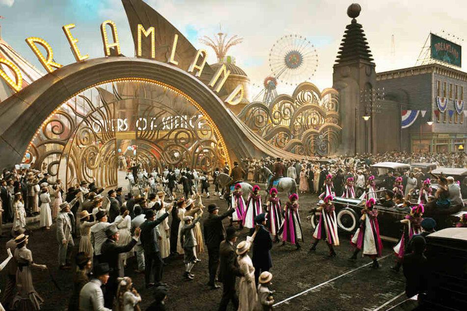 """V. A. Vandevere (Michael Keaton) entführt Dumbo und die Zuschauer ins """"Dreamland""""."""