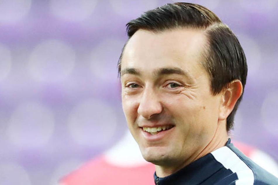Gut gelaunt startet FCE-Trainer Daniel Meyer am Montag mit seiner Truppe in die Türkei.