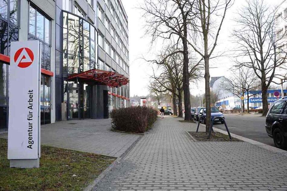 Arbeitnehmer müssen sich drei Monate vor Vertragsende arbeitslos melden. Sven Köhlers Stichtag ist der 31. März. Er war bereits bei der Arbeitsagentur.