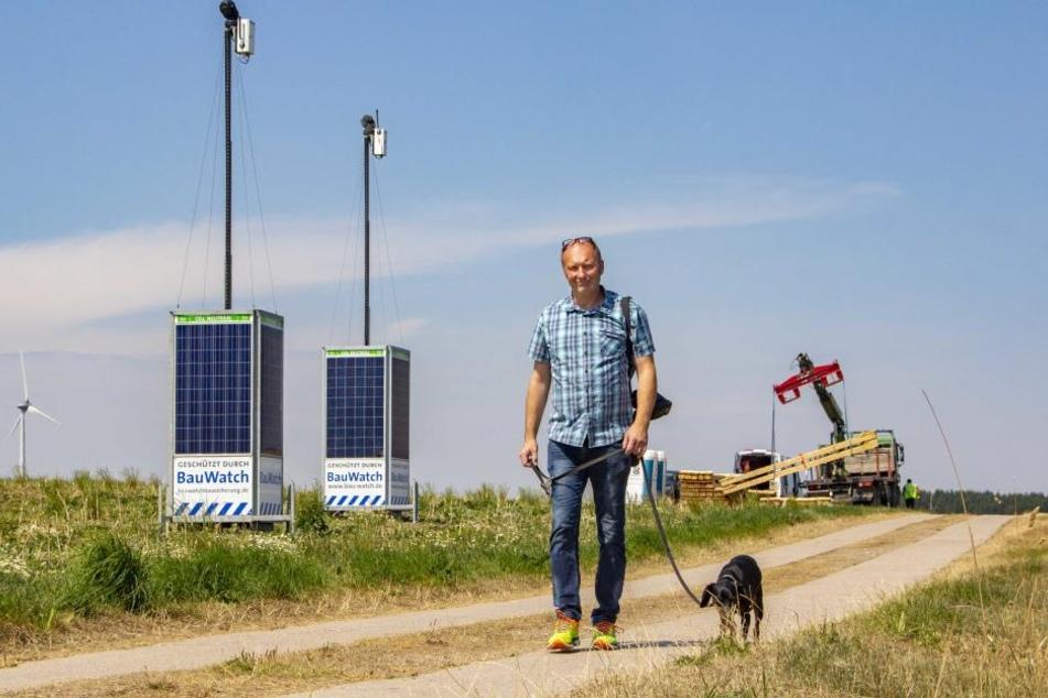 Anwohner Detlev Müller geht hier häufig mit seinem Hund Gassi. Ihn stört die aggressive, öffentliche Überwachung.