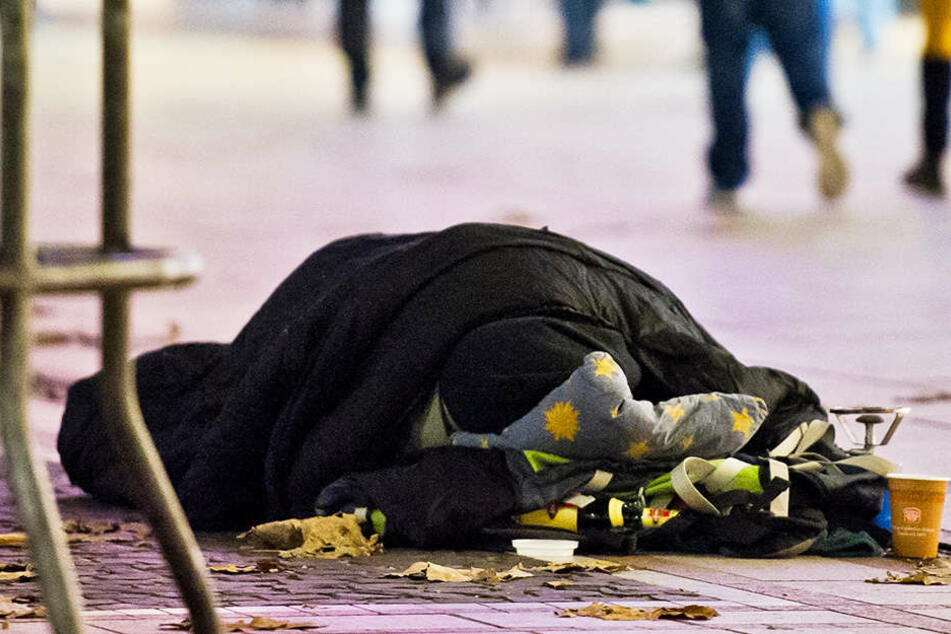 Der Obdachlose wurde von einem Auto erfasst und getötet. (Symbolbild)