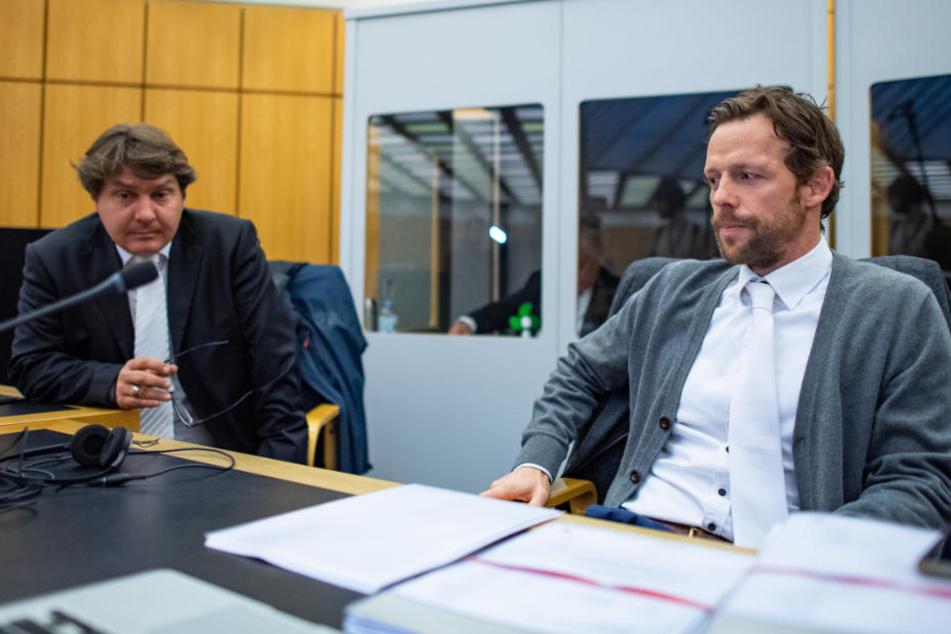 Die beiden Rechtsanwälte Andreas Tinkl (re.) und Jürgen Föcking, vertreten den Angeklagten.