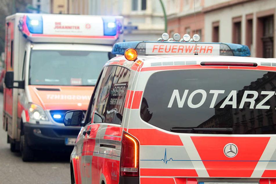 In Chemnitz wurde ein 24-Jähriger von einem Unbekannten angegriffen und verletzt.