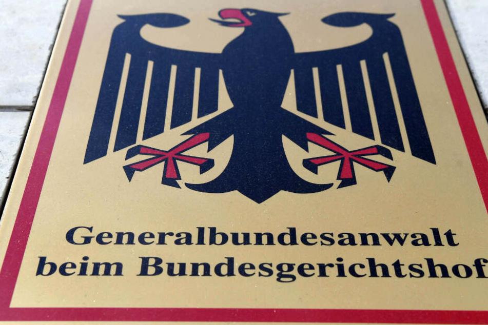 Die Bundesanwaltschaft in Karlsruhe teilte mit, dass alle Festgenommenen Deutsche und Männer seien.