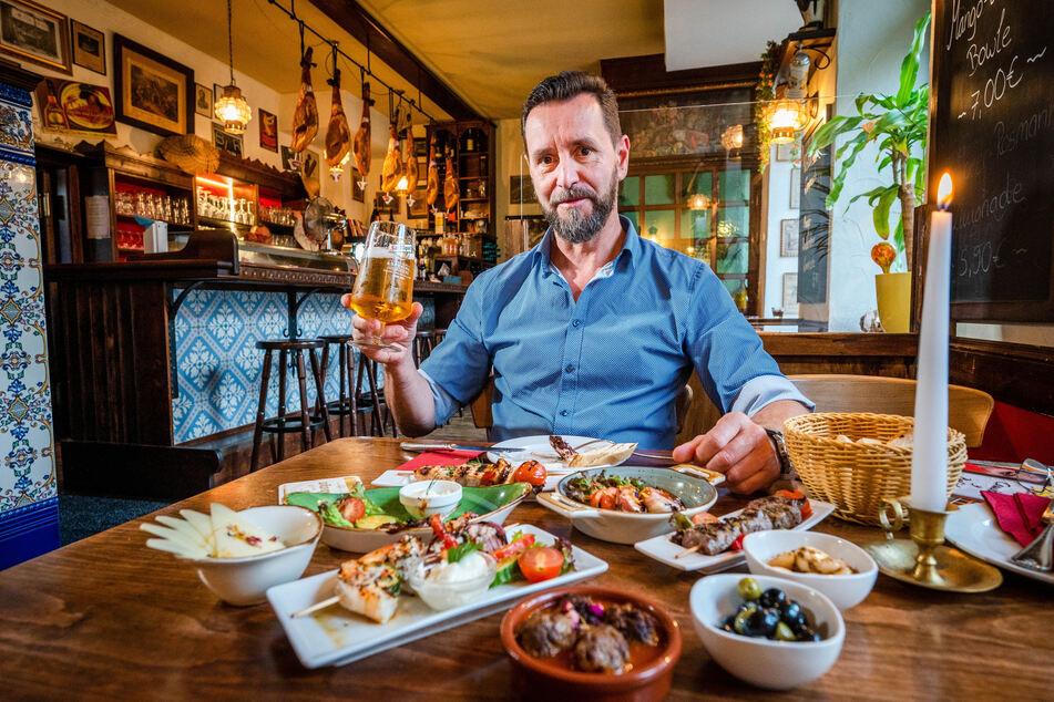 Turmbrauhaus-Chef André Donath (56) mag Tapas. Tapas gibt es warm oder kalt, mit oder ohne Fleisch. Sie lassen sich beliebig kombinieren.