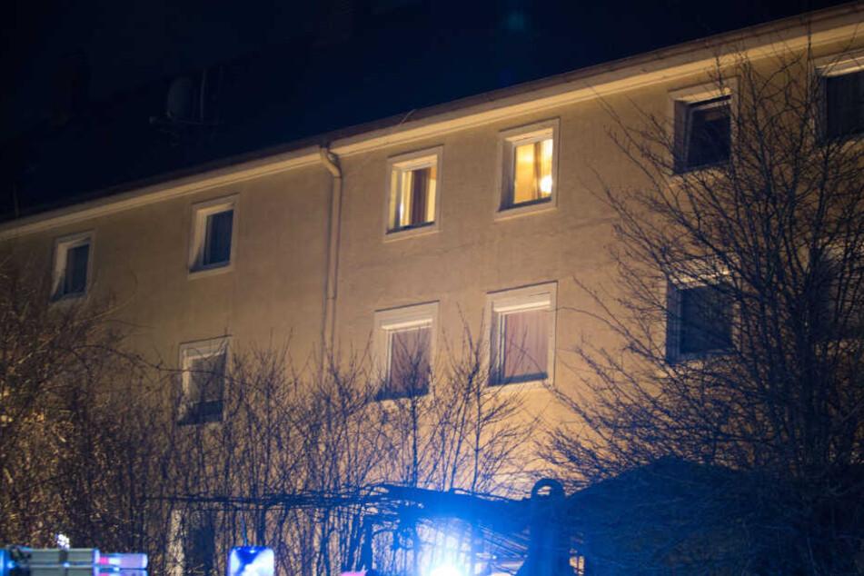 Asylbewerber soll abgeschoben werden und stürzt aus dem Fenster