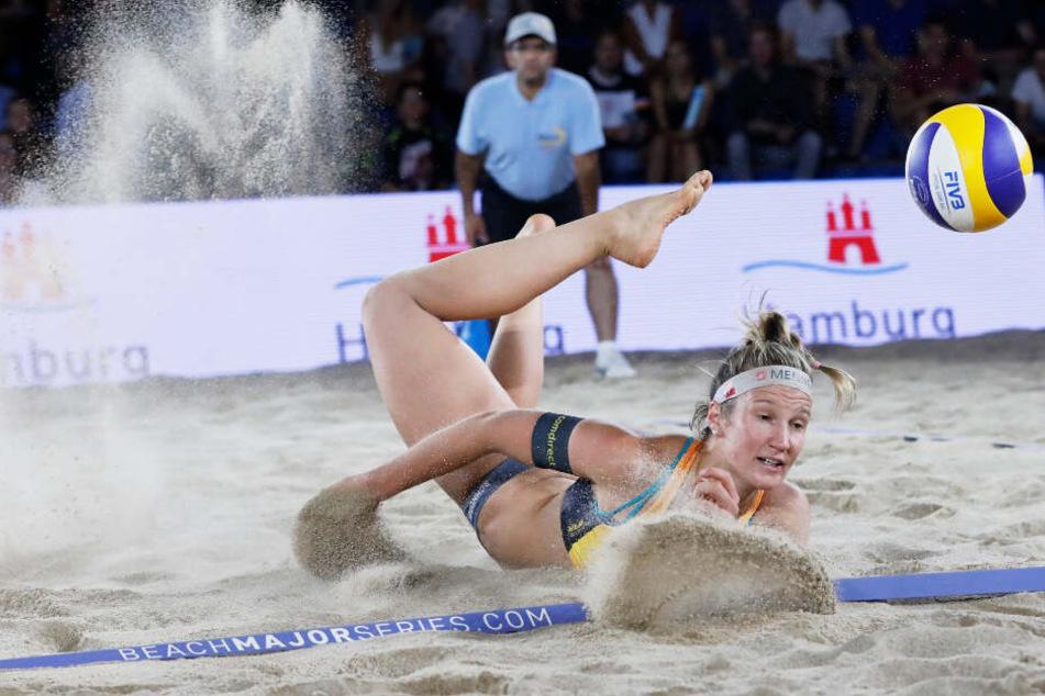 Isabel Schneider versucht mit letzter Kraft noch an den Ball zu gelangen. (Archivbild)