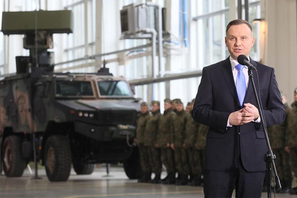 """Polens Präsident Andrzej Duda spricht am 28. März 2018 nach der offiziellen Unterzeichnung des Kaufvertrags für eine Lieferung von zwei Boden-Luft-Raketensystemen vom Typ """"Patriot"""" aus den USA."""