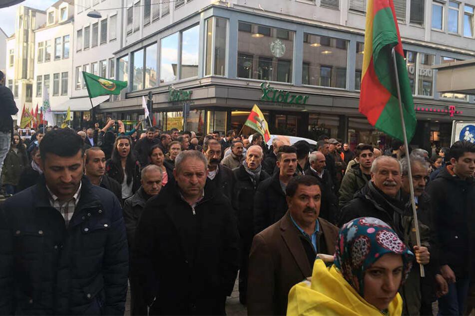 Viele Kurden versammelten sich am Samstag, um gegen Erdogan zu demonstrieren.