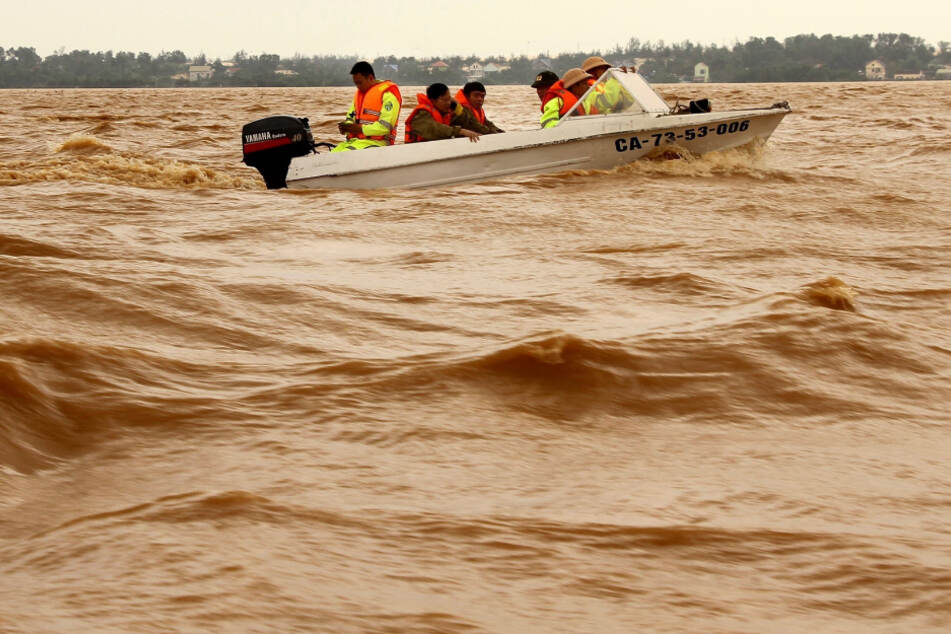 Flooding in Vietnam intensifies as death toll rises to 28